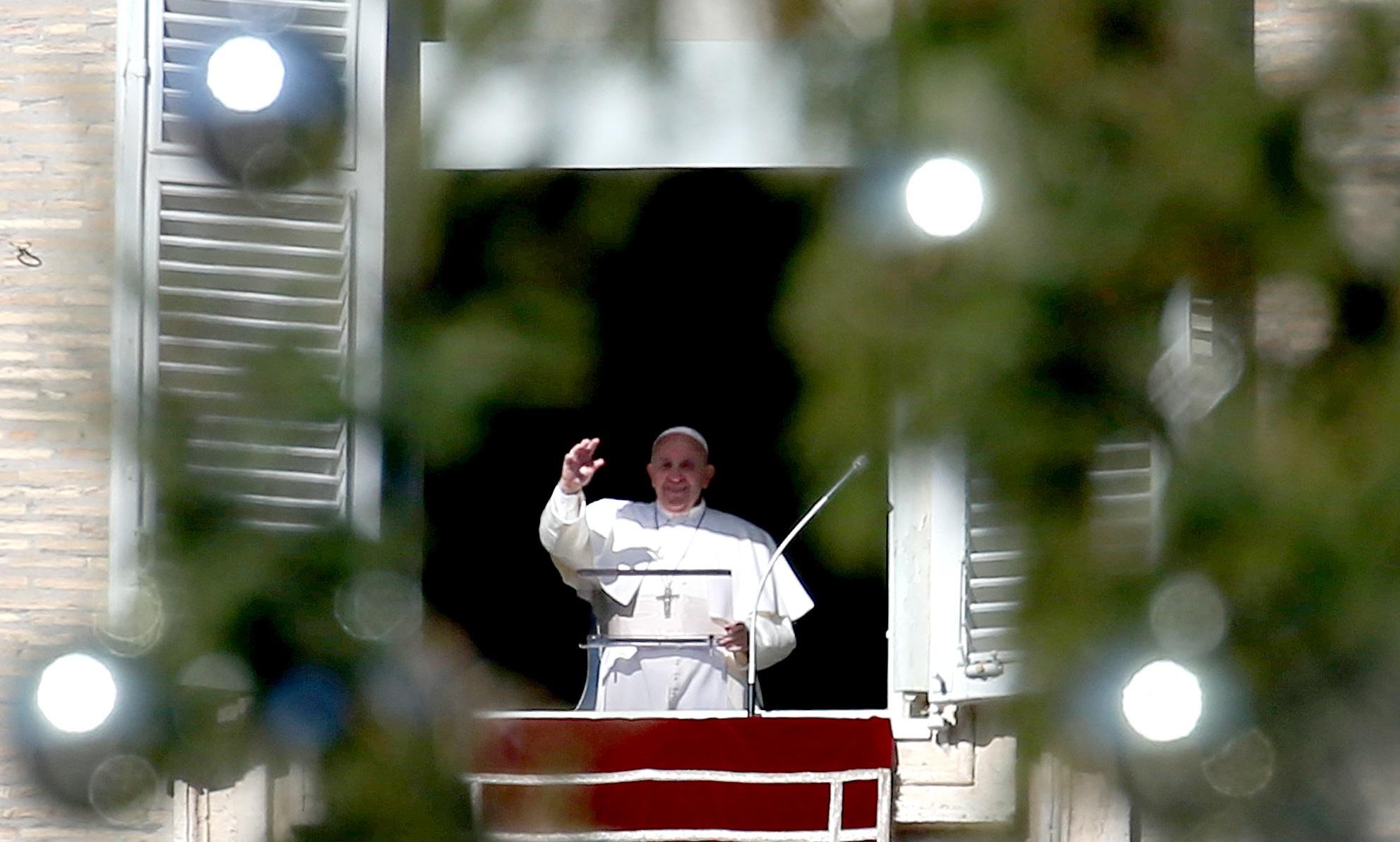 Papa Francisc a celebrat liturghia din Ajunul Crăciunului în cadrul restrâns, în bazilica Sf. Petru