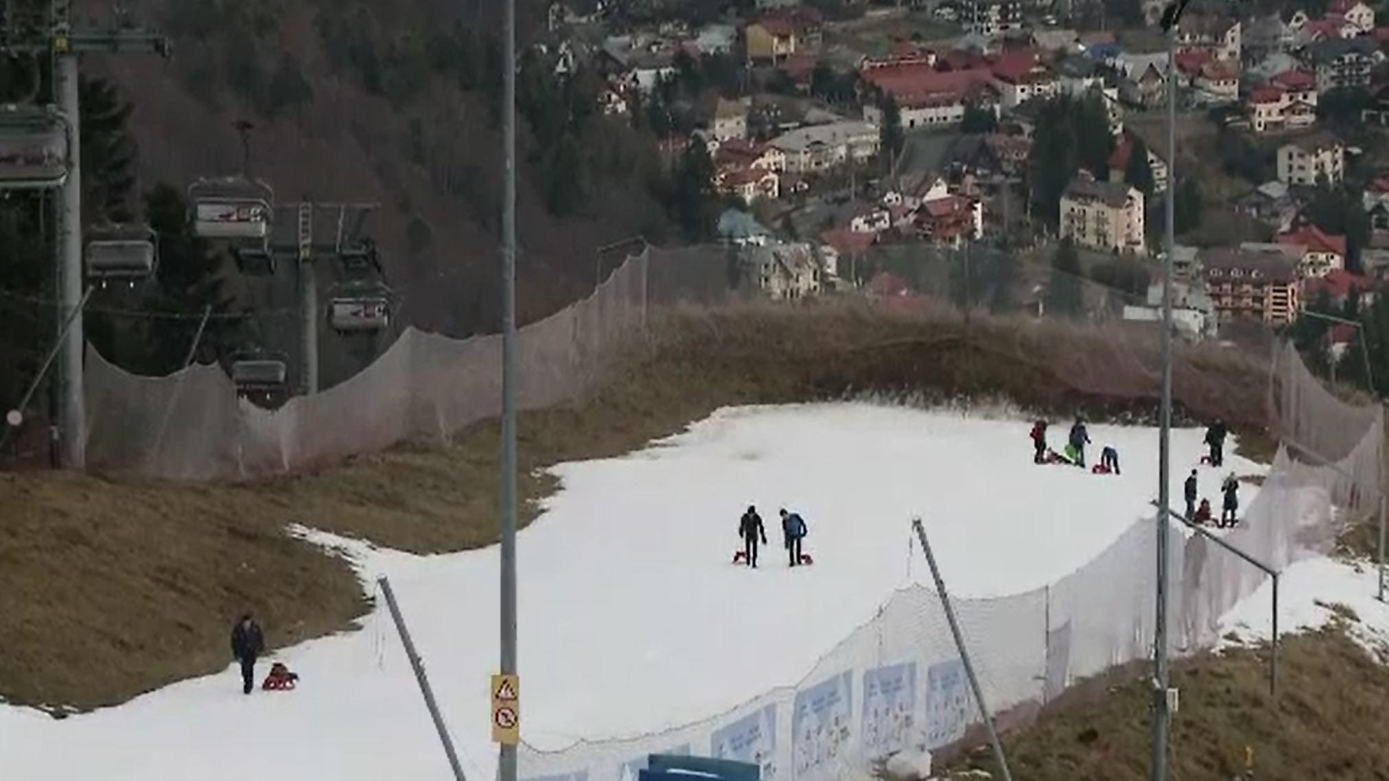 Atmosferă tristă de Crăciun, pe Valea Prahovei. Zonele care au fost, totuși, asaltate de turiști