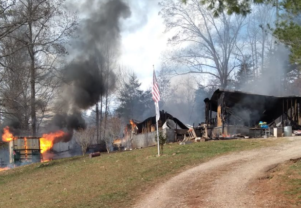 Un copil a devenit erou la 7 ani, după ce și-a salvat sora din incendiul care a cuprins casa familiei sale