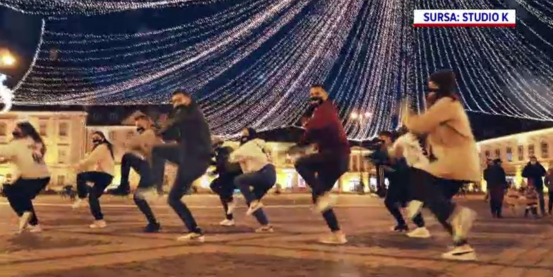 Cadou inedit pentru cetățenii Sibiului. Ce surpriză le-a pregătit o trupă de street-dance