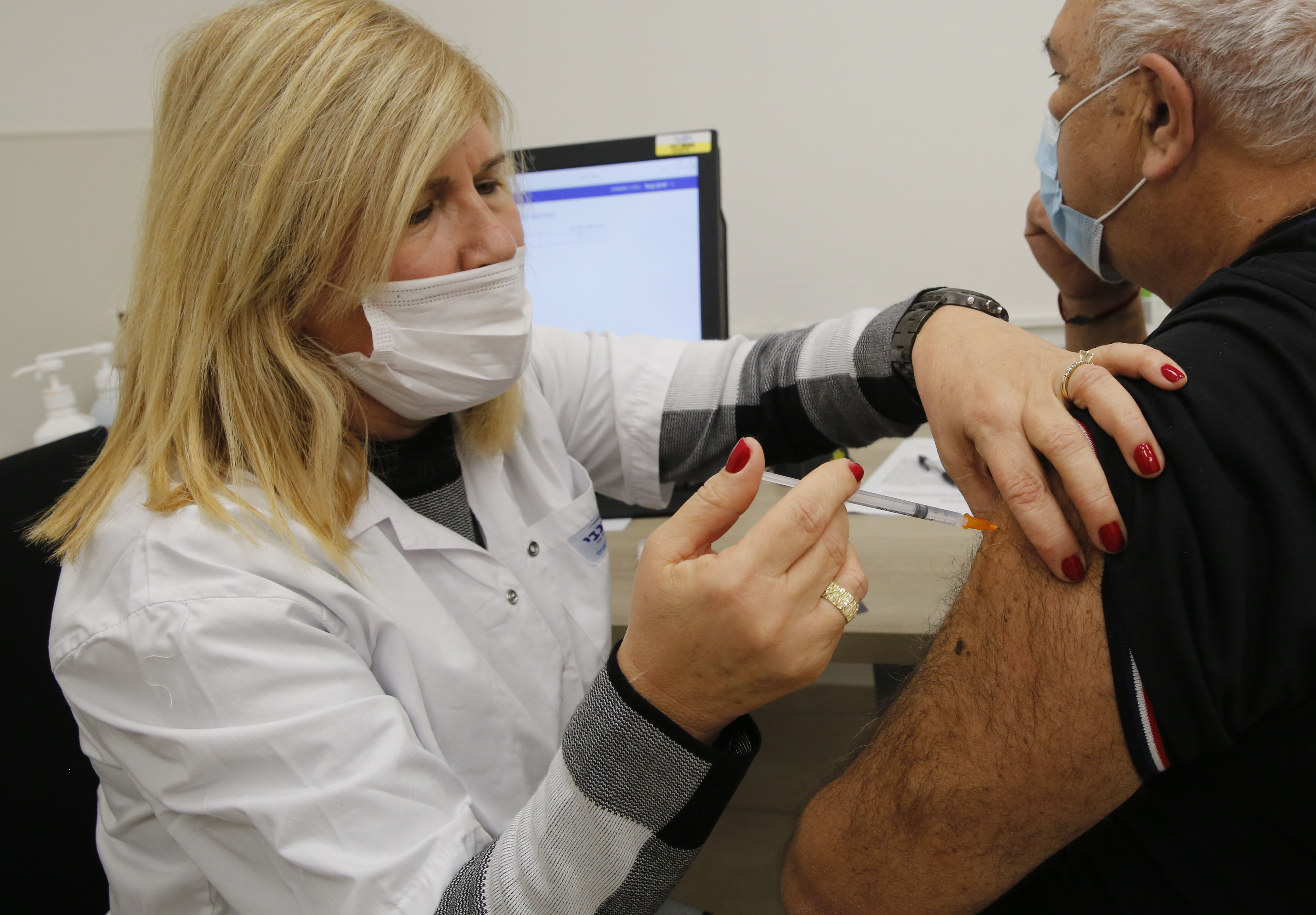 Un bărbat de 75 de ani din Israel a făcut infarct după ce a fost vaccinat împotriva Covid-19