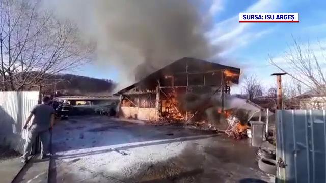 Incendiu violent la un garaj și la un atelier auto din Topoloveni. Nimeni nu a fost rănit
