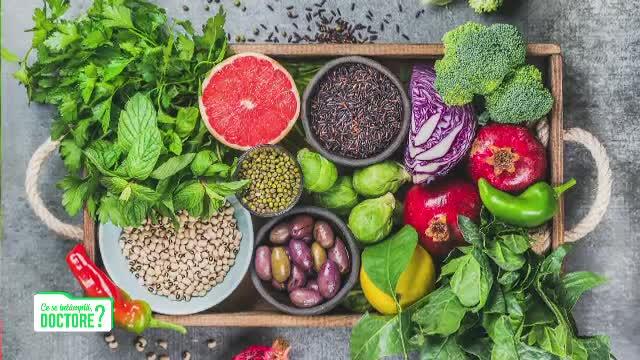 """Medic: """"Sucurile de legume şi fructe nu sunt sănătoase. Supa-cremă, o agresiune pentru pancreas"""""""