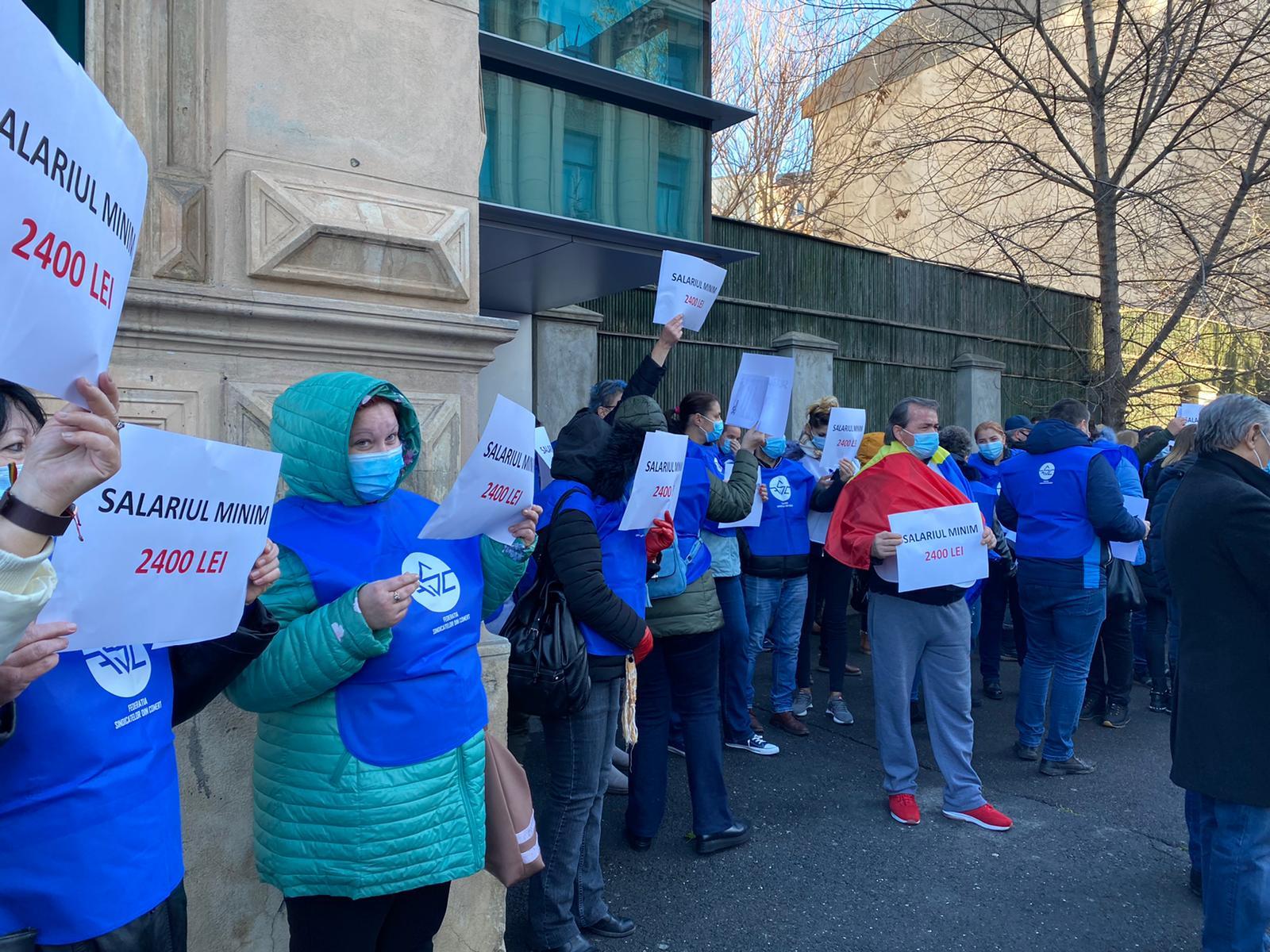 Proteste faţă de creşterea insuficientă a salariului minim. Sindicalist: Vom continua lupta