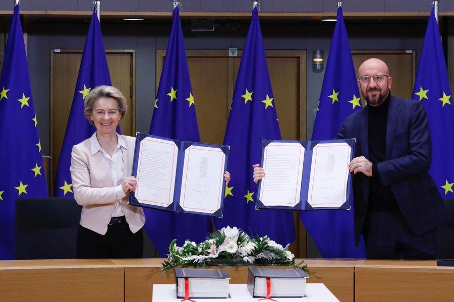 Preşedinta Comisiei Europene şi preşedintele Consiliului UE au semnat acordul comercial post-Brexit