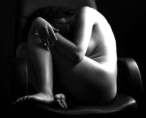 Adolescenta violata, in curtea scolii, de un barbat infectat cu HIV