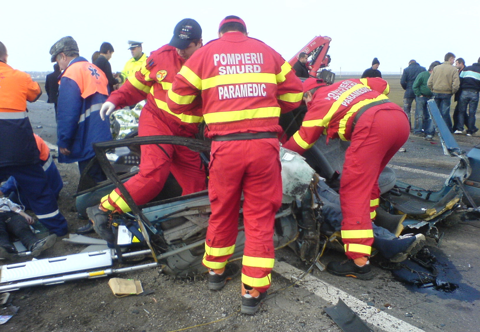 Doi soferi au murit pe DN 17 dupa ce masinile lor s-au izbit frontal