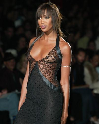 Naomi Campbell a venit la festival la Cannes sa il vada pe Michael Douglas