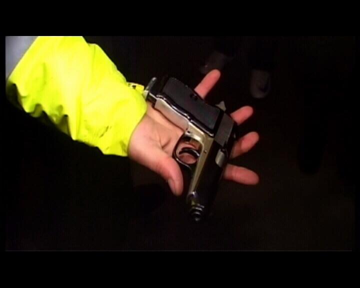 Iubita politistului care s-a sinucis a auzit la telefon impuscatura!