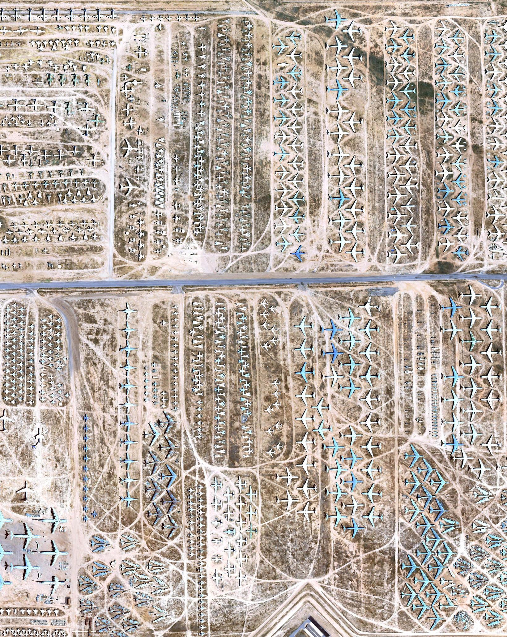 Cel mai mare cimitir aviatic vazut prin Google Earth pentru prima data