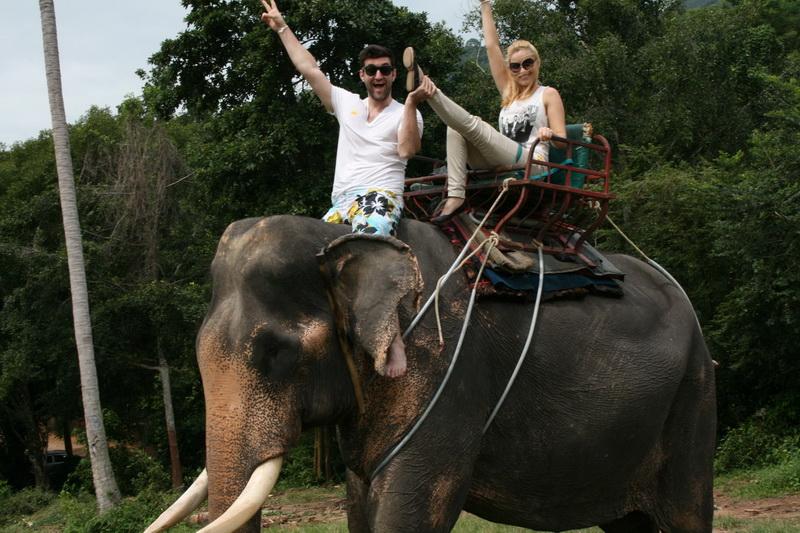 Laura Cosoi si Smiley, pe urmele lui Leonardo di Caprio in Thailanda