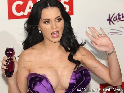 Katy Perry te invata cum sa nu arati (chiar tot) ce ai in decolteu