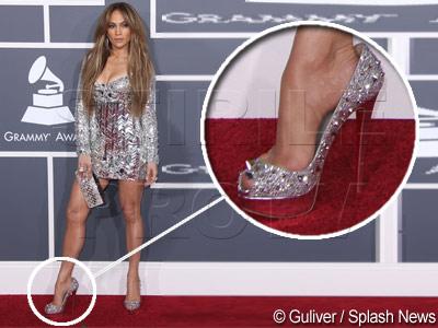 Lui Jennifer Lopez i-a intrat tocul in glezna. A avut nevoie de paramedici