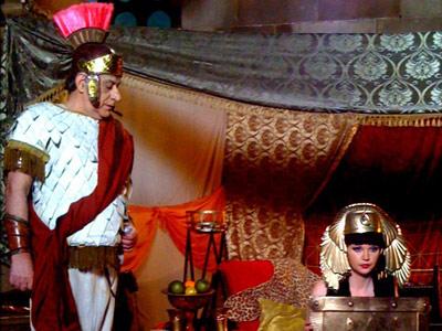 Ave! Viorel si Oana Lis sunt Cezar si Cleopatra la