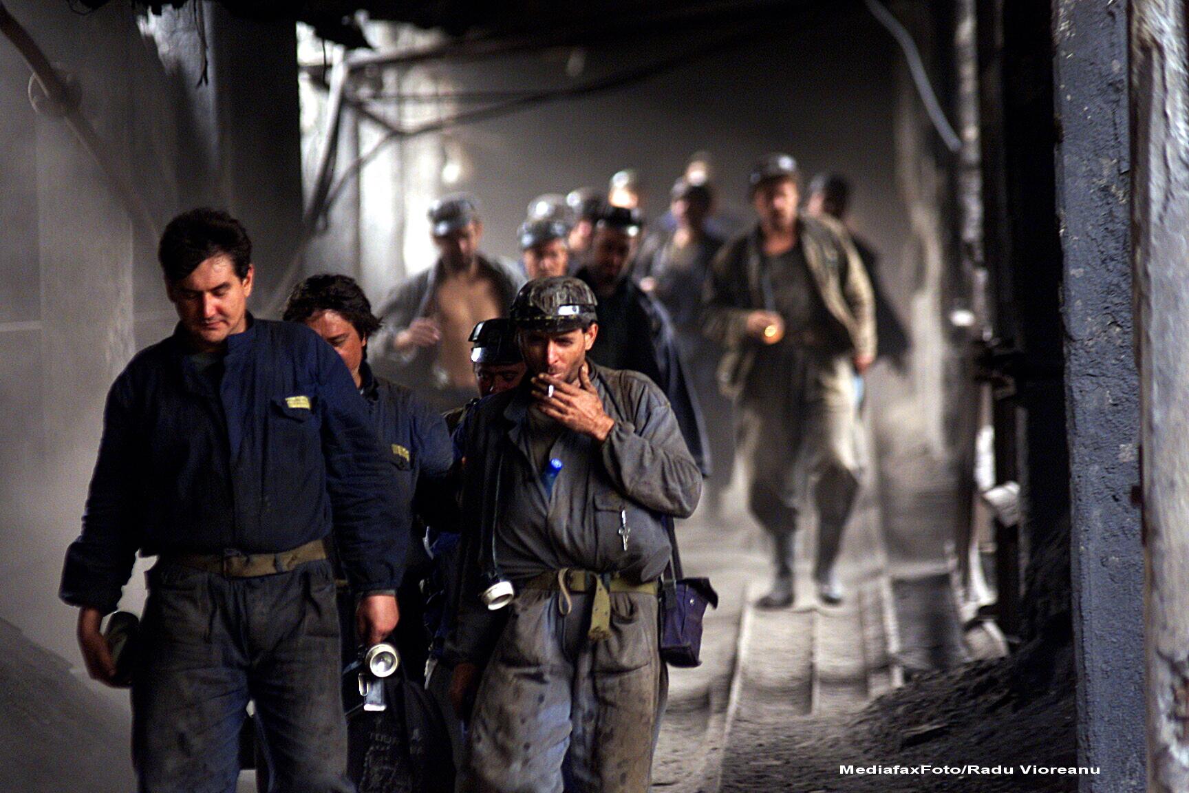 Aproape 500 de mineri din Valea Jiului, disponibilizati de la Societatea Nationala de Inchideri Mine
