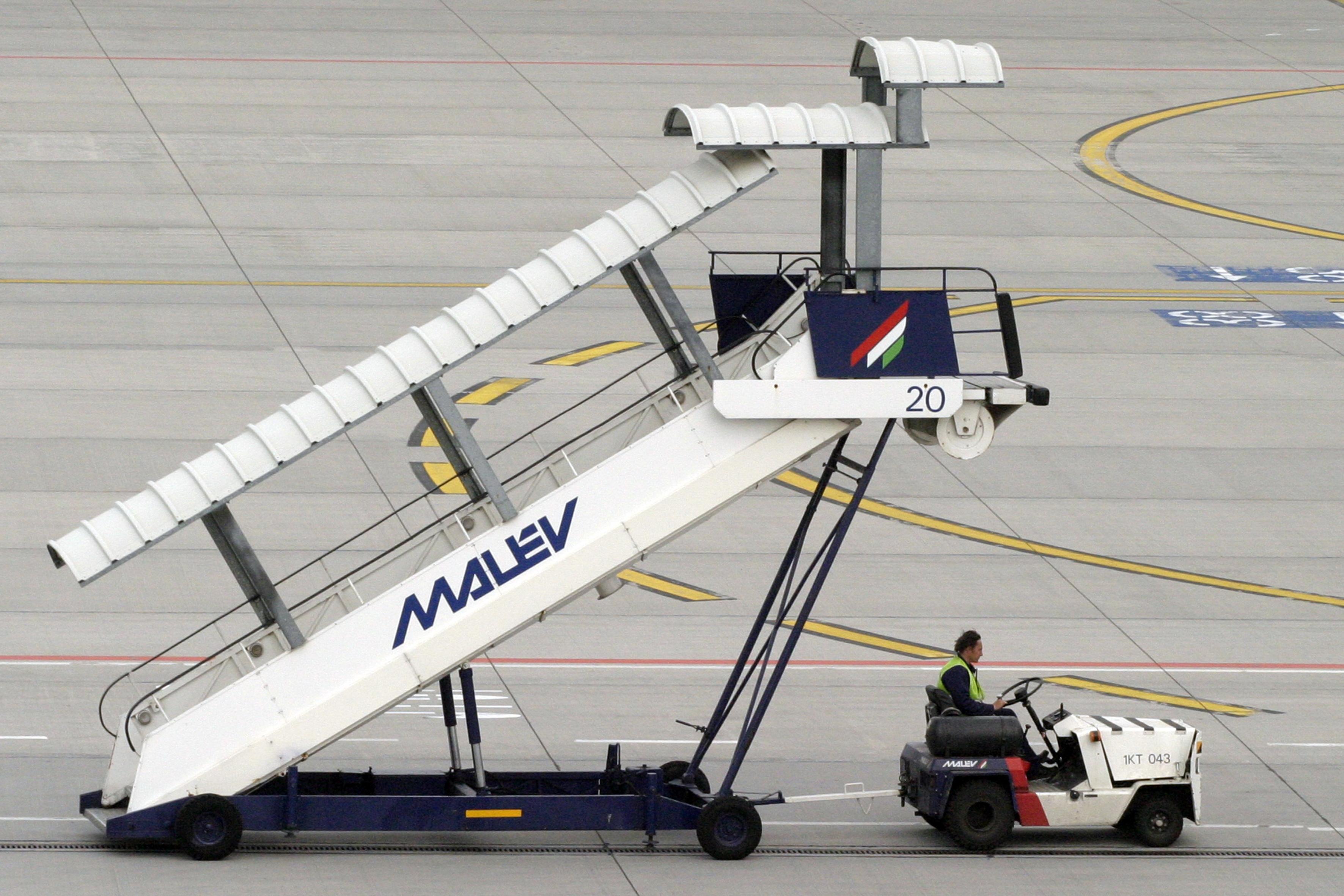 Malev si-a incetat zborurile dupa 66 de ani. Criza si concurenta low cost i-au falimentat pe unguri