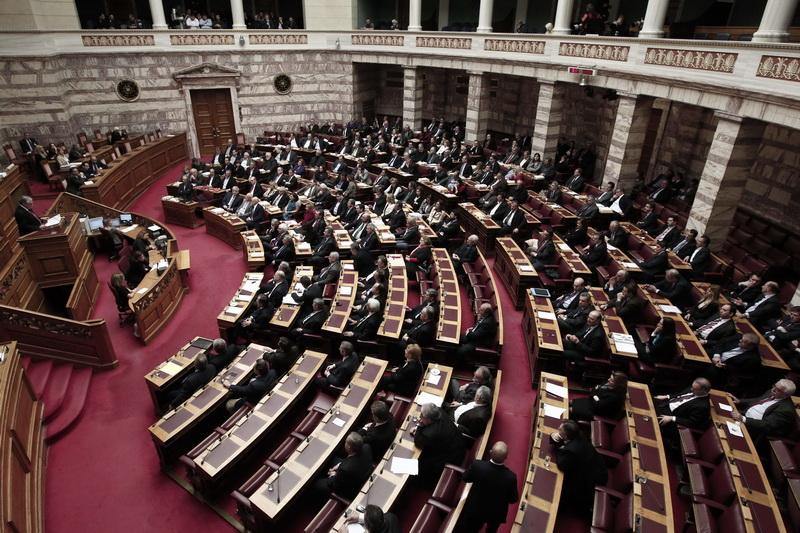 Parlamentul din Grecia a votat pentru austeritate si salvarea financiara a tarii