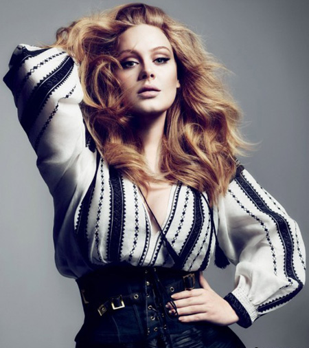 Marea invingatoare de la Grammy, Adele, in tinuta romaneasca intr-un pictorial al revistei Vogue