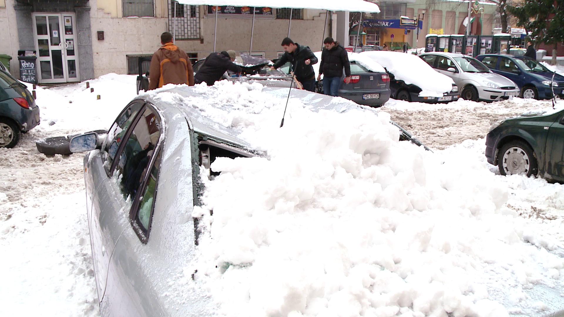 Ti-ai gasit masina distrusa de zapada? Afla cine se face vinovat si cum iti poti recupera paguba