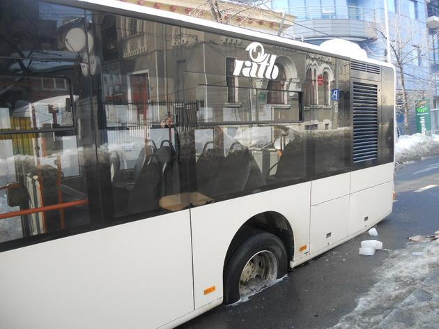 Linii noi pe mijloacele de transport in comun. 15 autobuze noi, stau nefolosite in depoul RATT