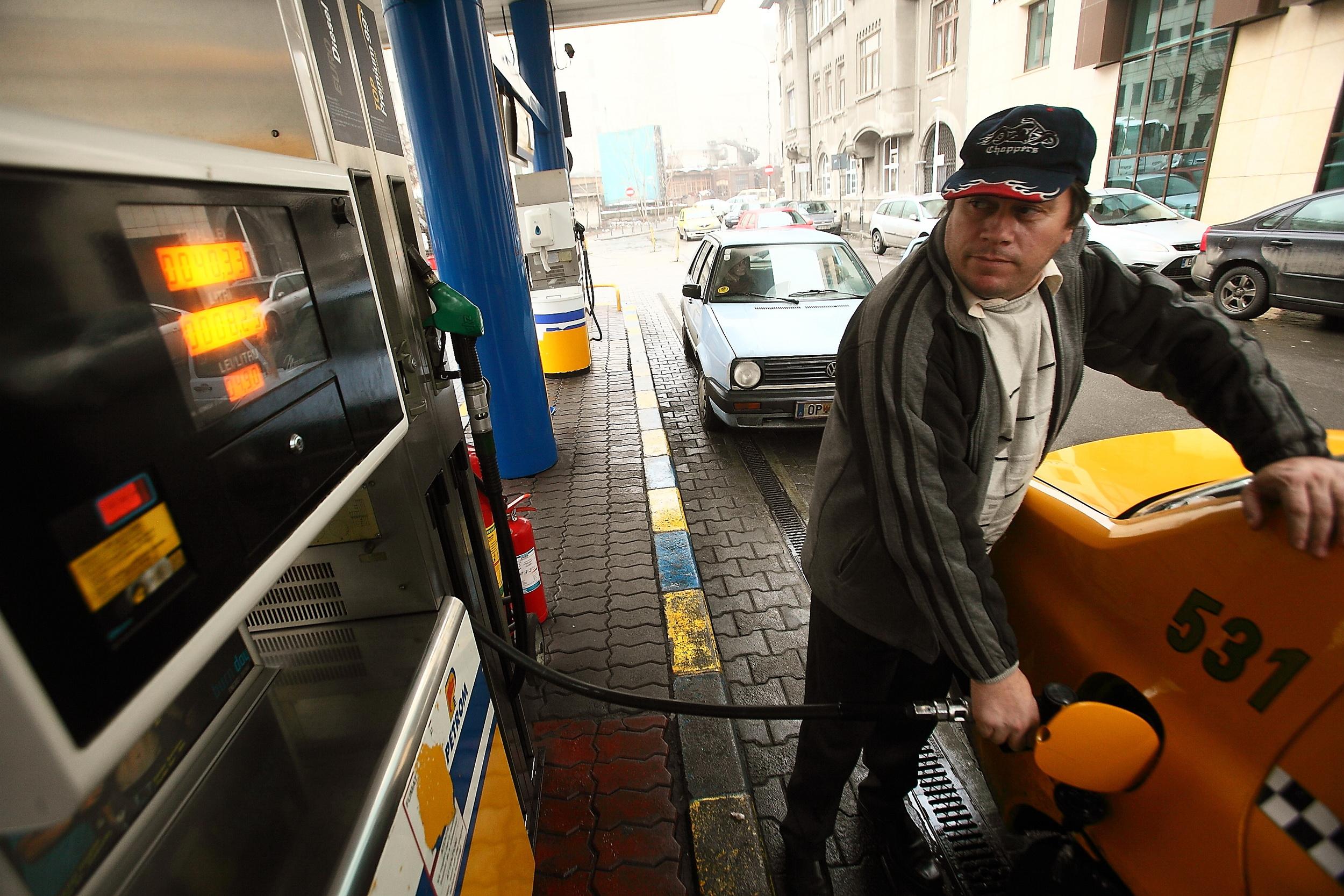 Matematica de criza a soferilor care inlocuiesc motorina cu uleiul de gatit: 6 portii de cartofi prajiti = 20 km cu masina