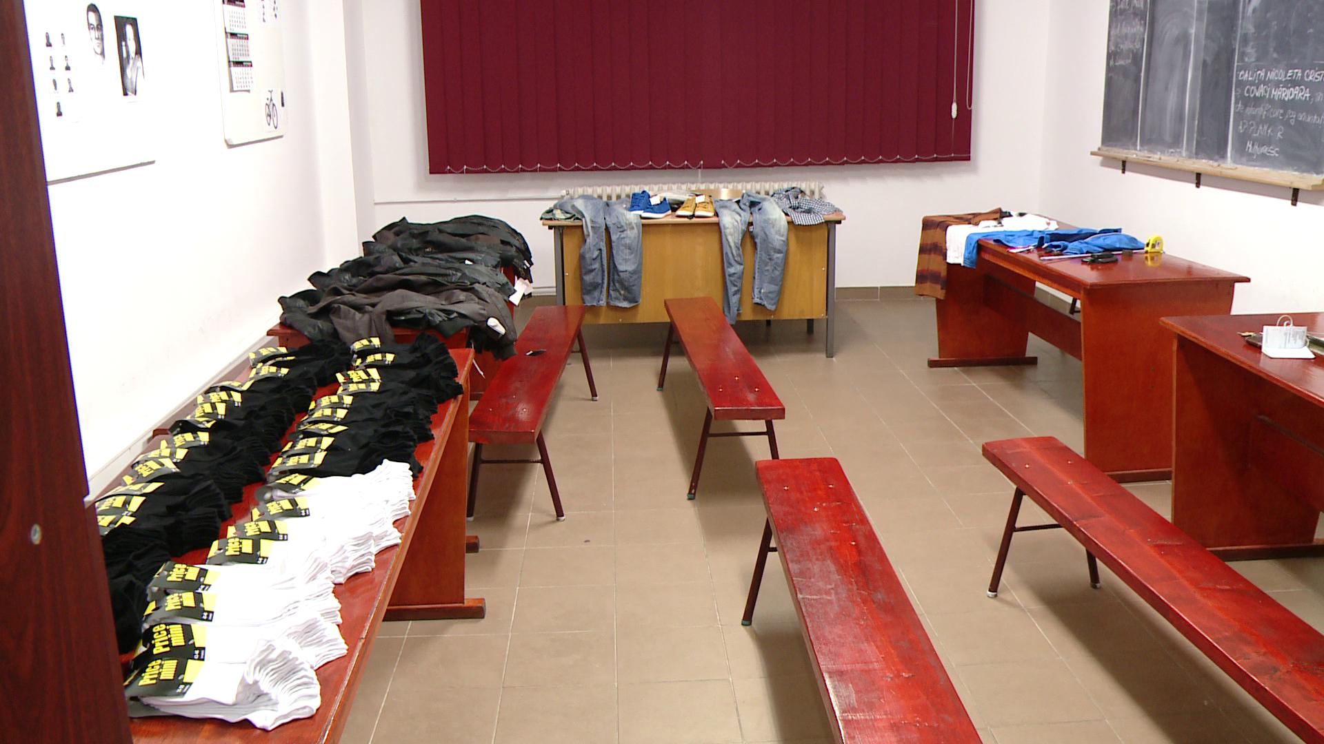 Doi minori sunt cercetati penal pentru ca au furat haine dintr-o camera de camin