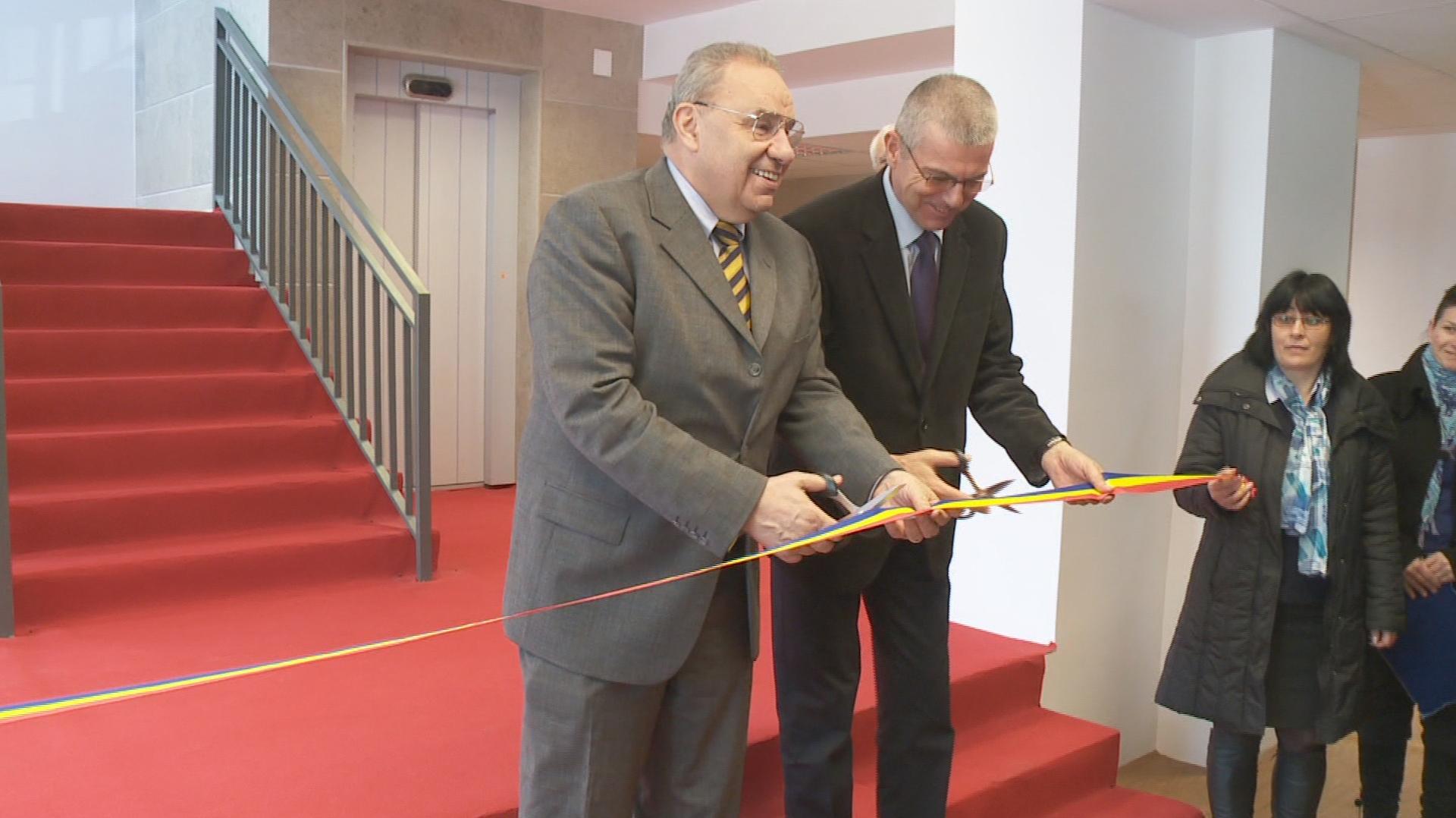 Andrei Marga, rectorul UBB Cluj, s-a grabit sa taie ultima panglica