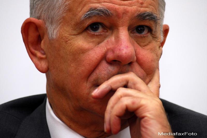Teodor Melescanu este noul director al SIE. S-a autosuspendat din PNL, iar Antonescu cere excluderea