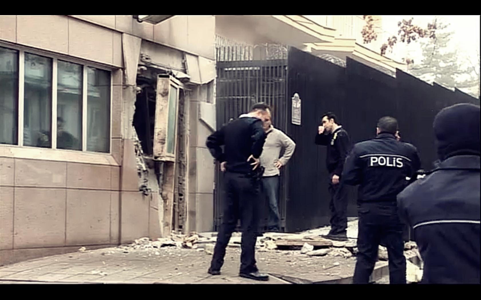 Atac sinucigas cu bomba in fata ambasadei SUA din Ankara. Doua persoane au murit