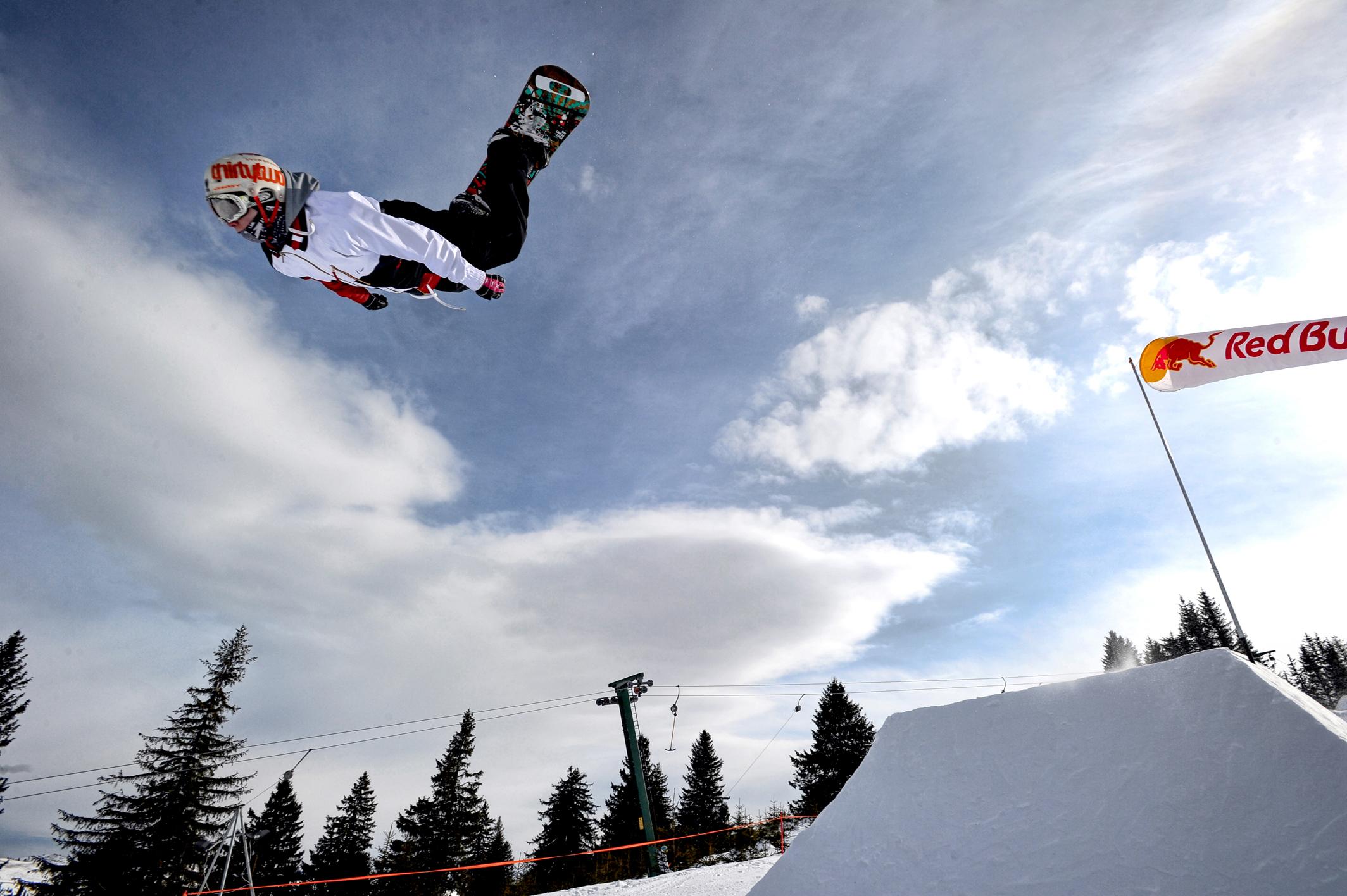 Distractie la Paltinis. Incepe Campionatul National de Freestyle pentru schiori si snowboarderi