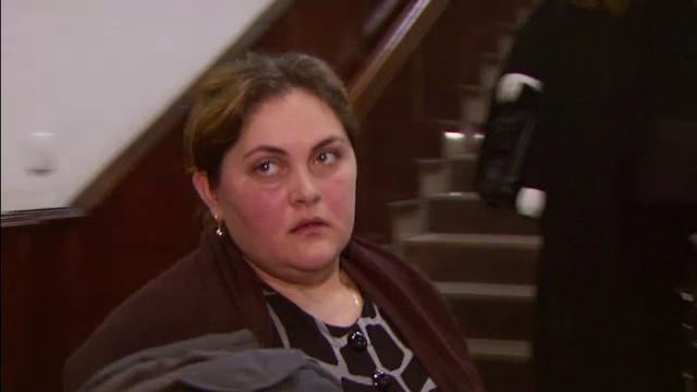 Soprana Silvia Lungeanu, acuzata de elevele sale de furt, a fost concediata. Refuza sa iasa din casa