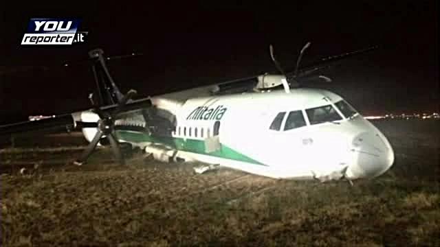 Filmul accidentului in care a fost implicat un avion Carpatair. Pasager: