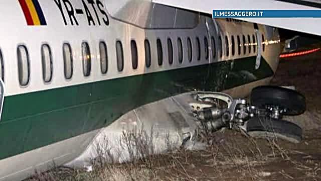 Pilotii avionului Carpatair care a iesit de pe pista la Roma, cercetati pentru ranire din culpa