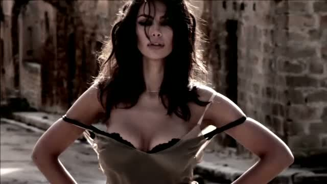 Madalina Ghenea va prezenta un eveniment la care vor participa Robert de Niro si Al Pacino