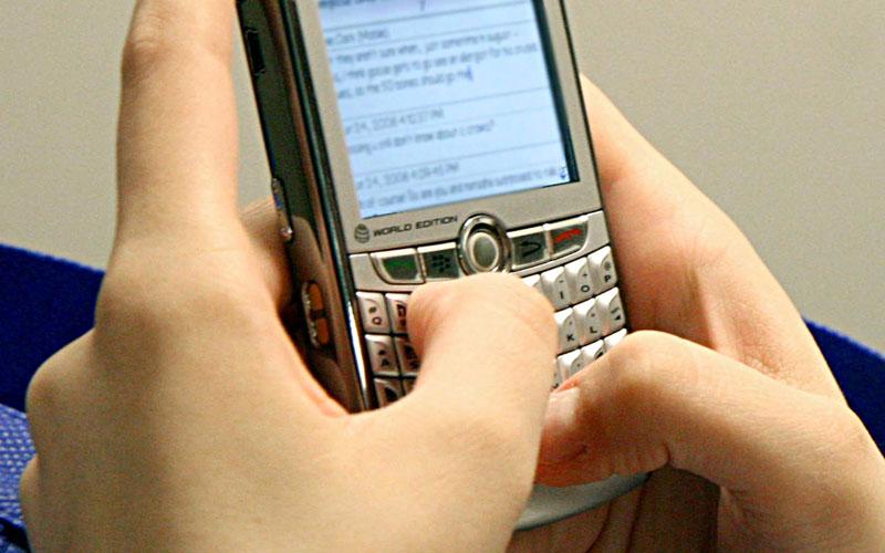 Cum poti verifica daca ai telefonul ascultat. Demonstratia a fost facuta de Dan Diaconescu