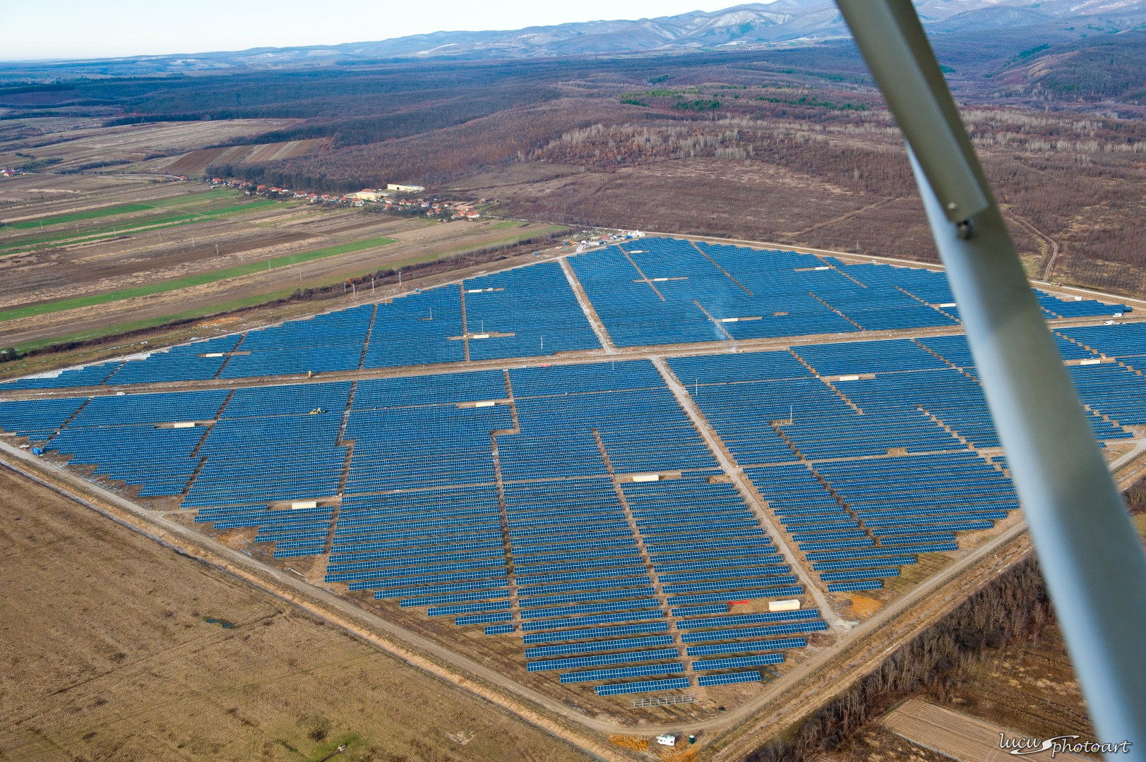 Sebis va avea cel mai mare parc fotovoltaic din Romania. Investitie cat 28 de insule in Grecia
