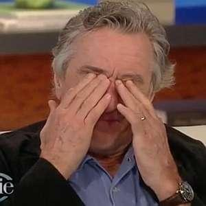 Robert De Niro a izbucnit in lacrimi in timpul unei emisiuni live: