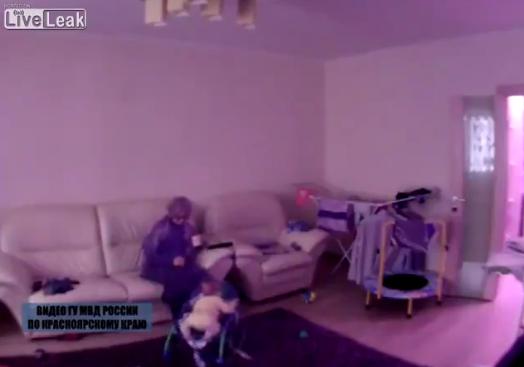 Au montat o camera video in living, sa isi spioneze dadaca. Parintii, socati cand au vazut imaginile