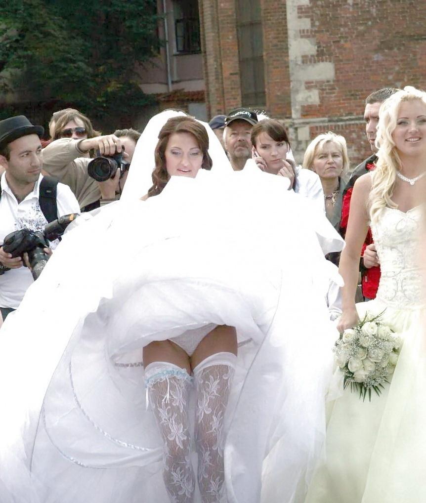 Pozele de nunta pe care familia nu o sa le vada niciodata. Cum au fost surprinse aceste mirese. FOTO