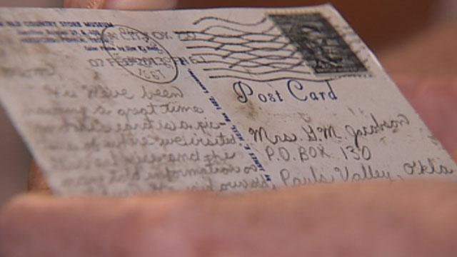 O carte postala trimisa de un fiu mamei sale a sosit la destinatie dupa 46 de ani