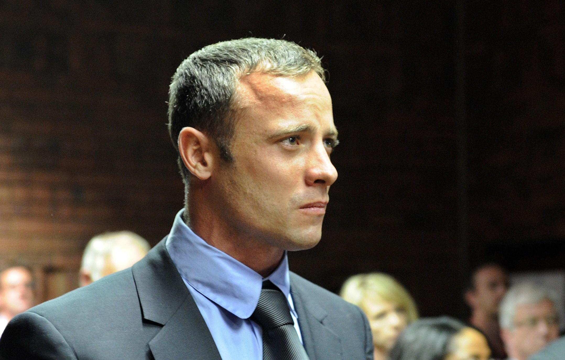 A stat 7 luni in proces si 10 in inchisoare. Oscar Pistorius va fi eliberat conditionat saptamana viitoare