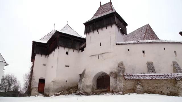 Satul Viscri, vizitat in 2012 de 20 de mii de turisti.Sotia dulgherului a devenit operator de turism