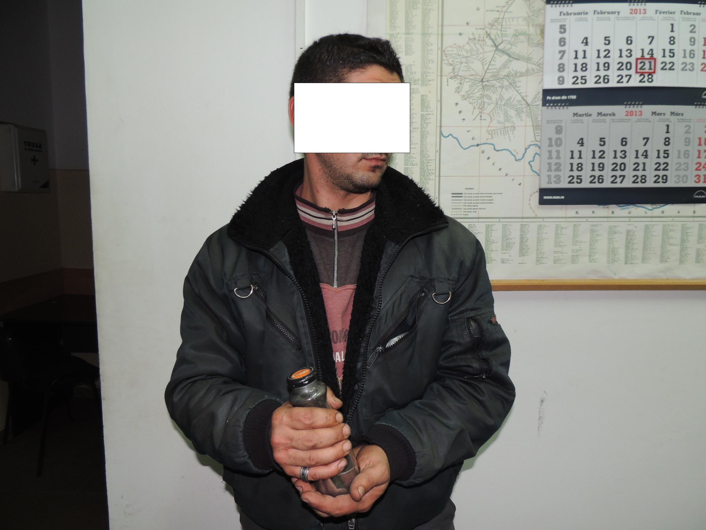 Un barbat din Cluj a fost prins in flagrant de politisti in timp ce incerca sa vanda mercur