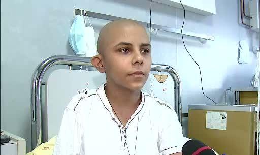 Nu-l lasati sa lupte singur de Paste! Ionut, orfanul bolnav de cancer, are nevoie de o noua operatie