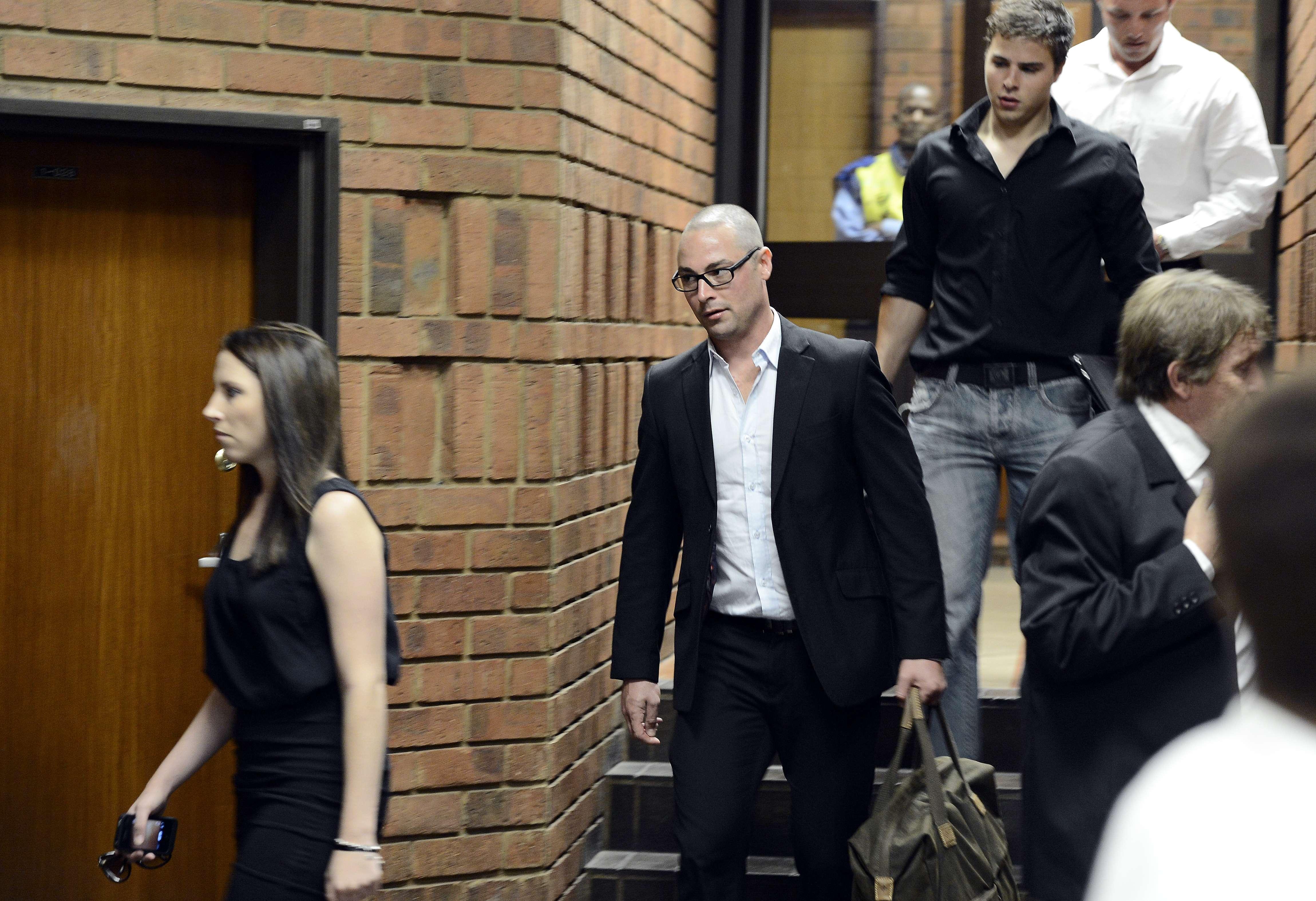 Carl, fratele lui Oscar Pistorius, este si el judecat pentru moartea unei femei