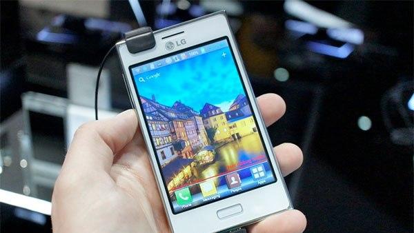 LG Optimus L5 II, la MWC 2013: Functional, accesibil, performant, atragator. VIDEO review
