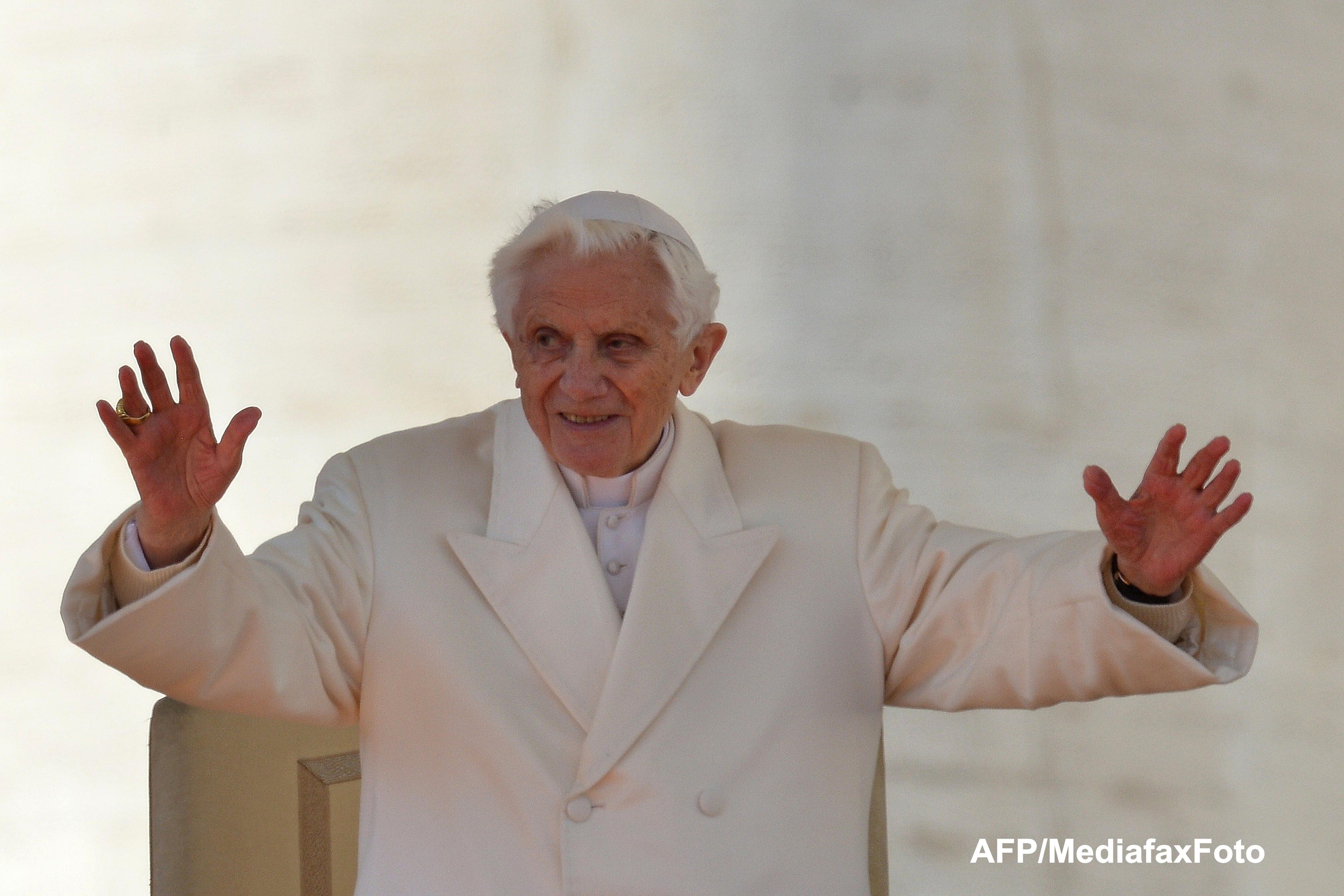 Papa Benedict al XVI-lea, selfie alaturi de un tanar. Fotografia care a devenit viral