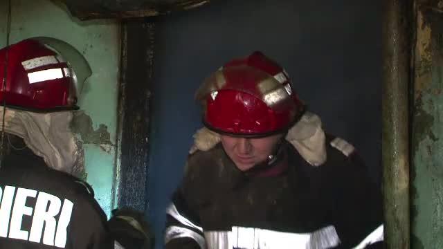 Ironia sortii: in Moldova paralizata de frig s-au produs 5 incendii in doar o ora. Pompierii au stins focul cu zapada