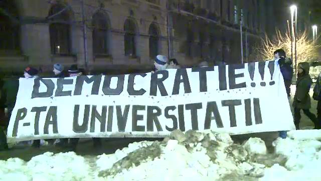 Protestele, reluate in Capitala. 200 de oameni au manifestat contra explorarii gazelor de sist si a proiectului Rosia Montana