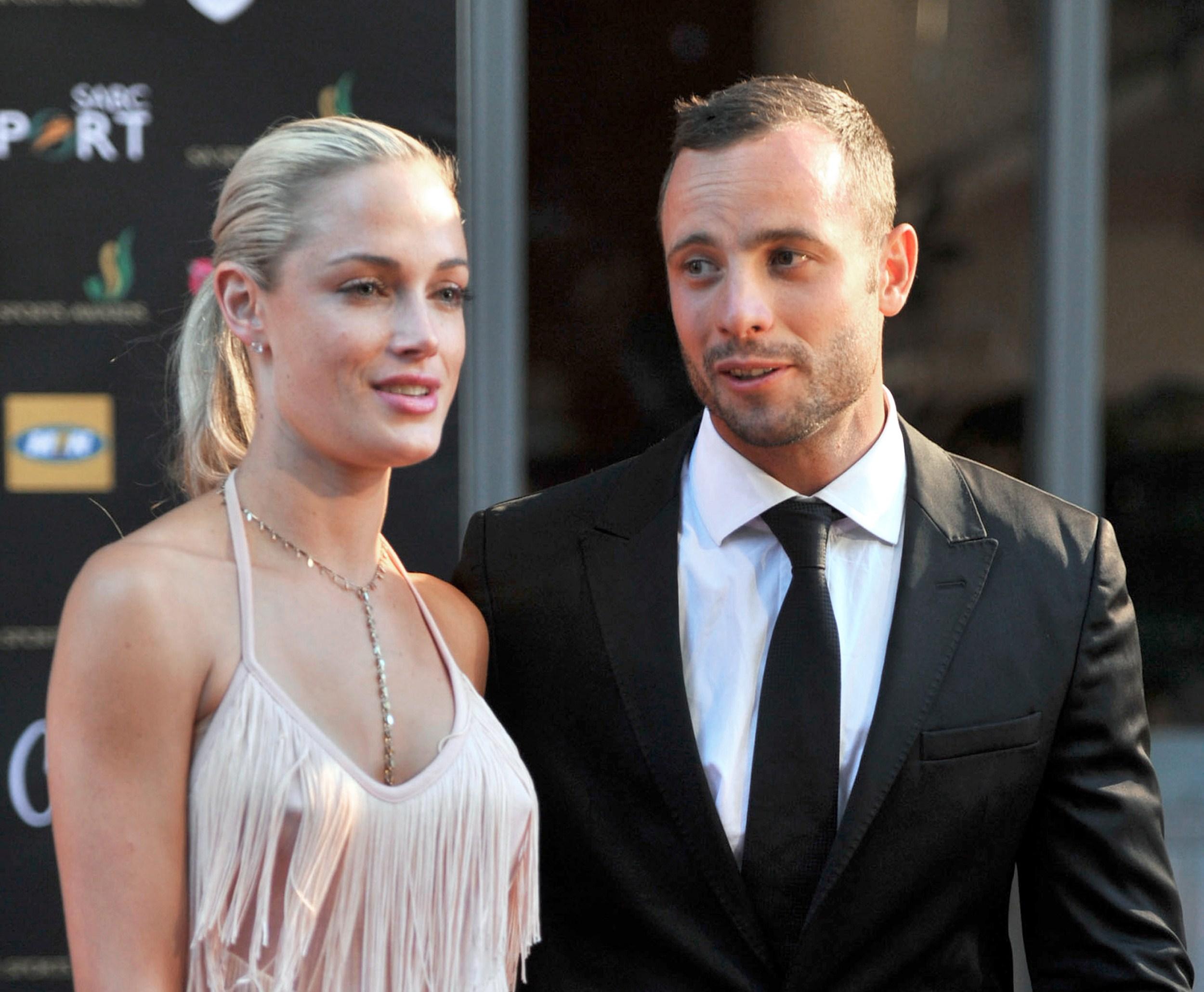 Detalii cutremuratoare din noaptea in care Oscar Pistorius si-a omorat iubita. Cu cine a vorbit la telefon inainte sa traga
